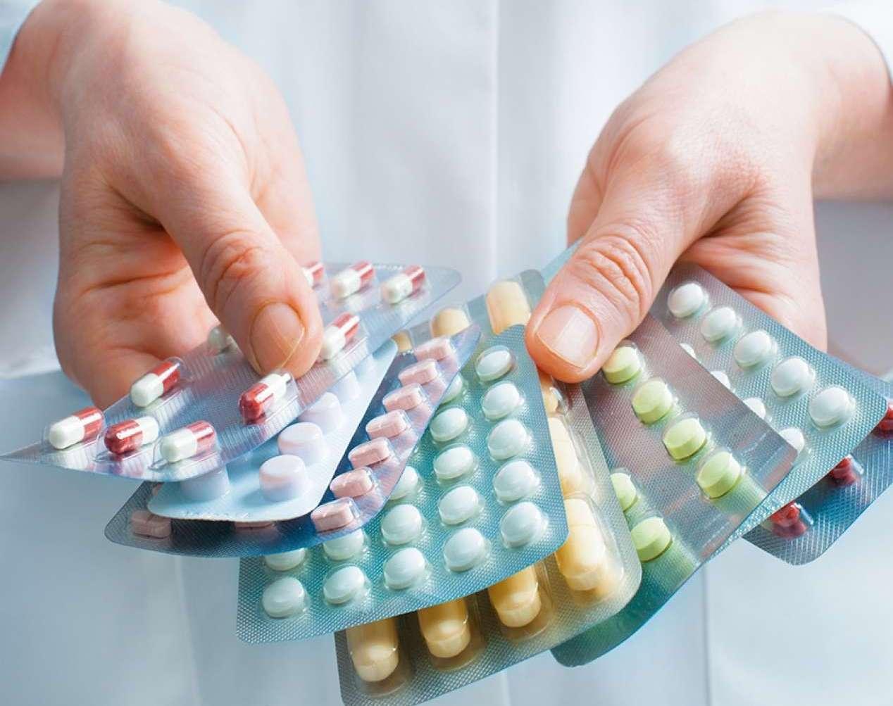 Эффективные и недорогие таблетки от молочницы у женщин: отзывы и сколько стоят?