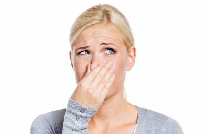 Неприятный запах из интимной зоны у женщин: причины и лечение