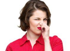 Выделения с запахом аммиака у женщин: причины, лечение