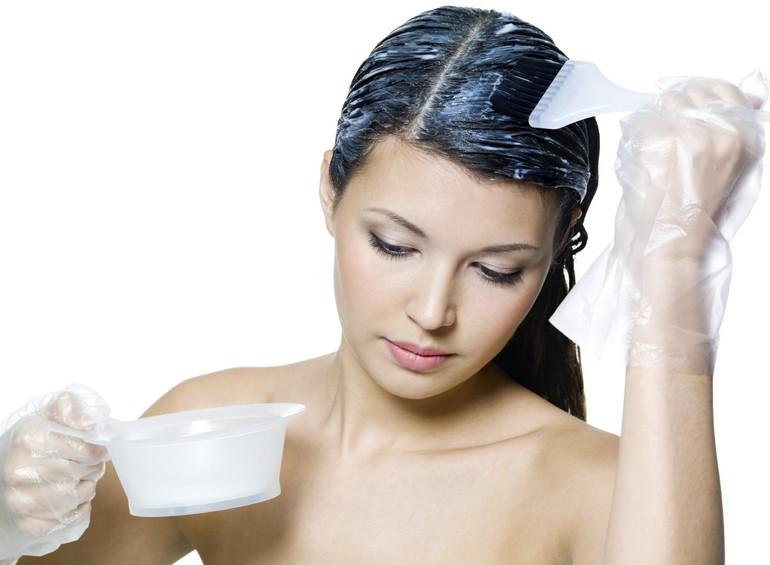 Можно ли красить волосы во время месячных