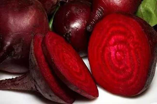Почему у женщины моча красного цвета: что это значит, причины, лечение