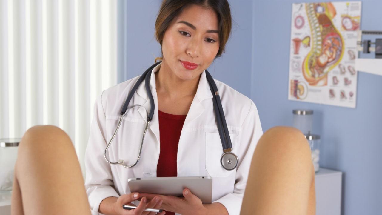 Прием у гинеколога: можно ли посещать и осматривать во время месячных