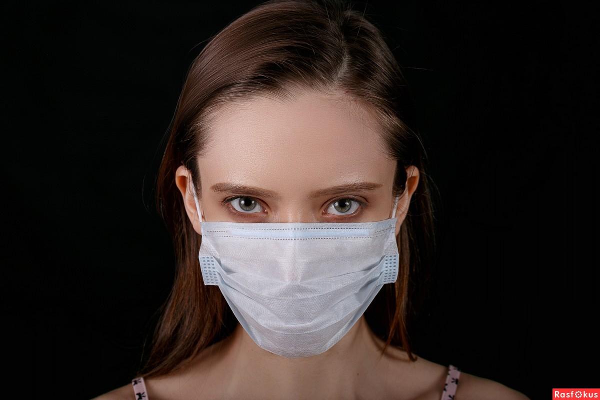 Как правильно носить медицинскую маску: какой стороной надевать к лицу – белой или голубой