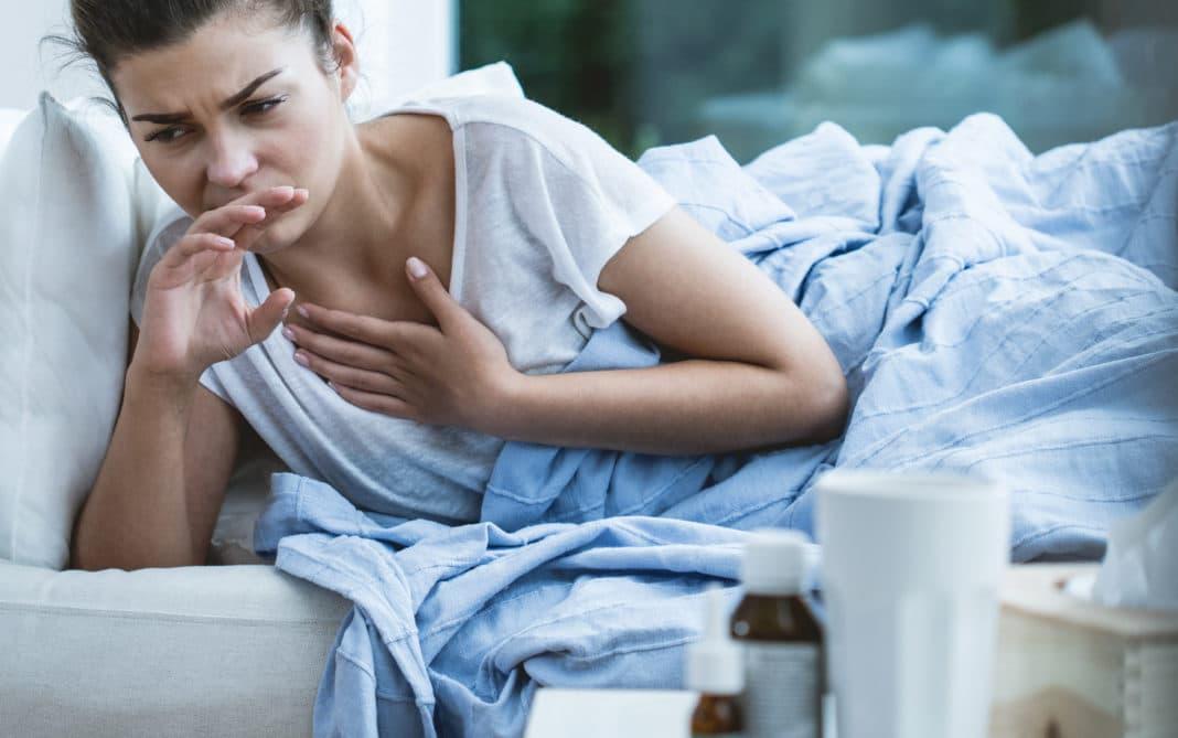 Желтые выделения у женщин: причины, симптомы заболеваний, лечение в домашних условиях