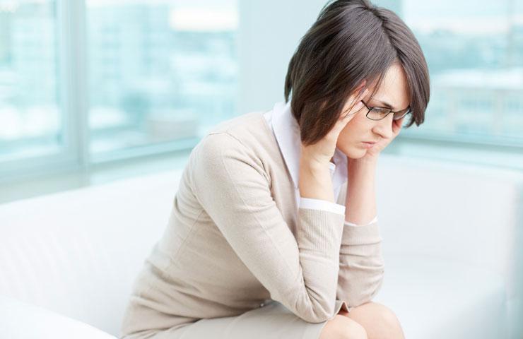 Почему бывают длительные месячные: причины, лечение патологии