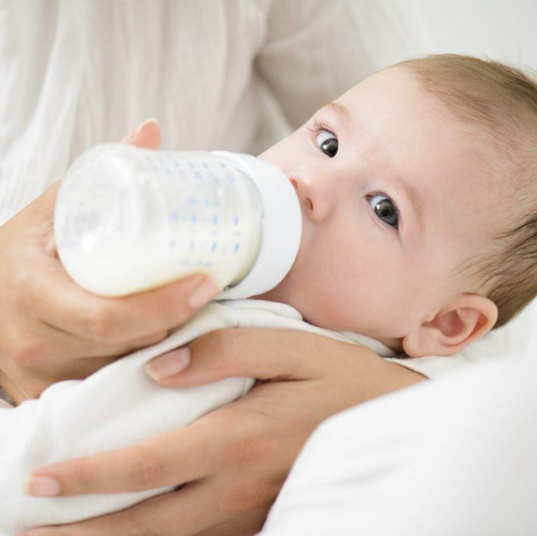 Чем кормить ребенка после рвоты: подбираем правильное питание